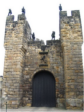 Alnwick Castle frontal door